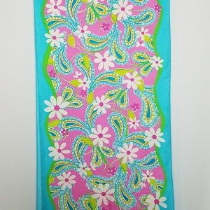 Lilly Pulitzer Accessories - Lilly Pulitzer daisy paisly print silk scarf